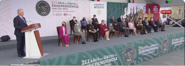 Presidente de Cuba interviene en desfile por el Día de la Independencia mexicana